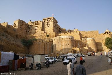 india.2007/rajasthan.jaisalmer.fort.1.small.jpg